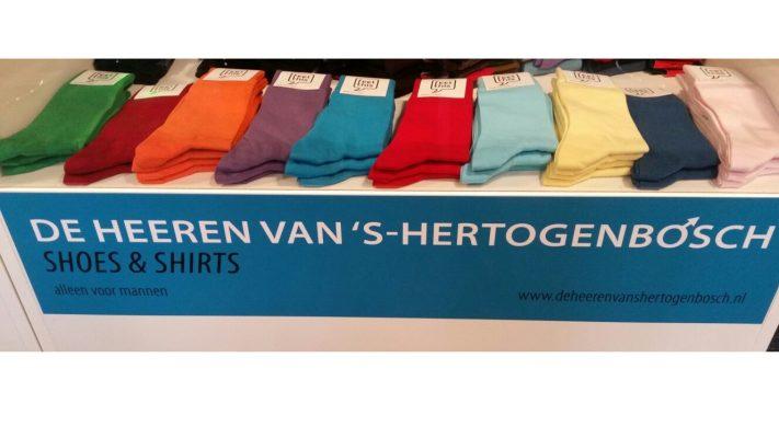 gekleurde sokken detailhandel